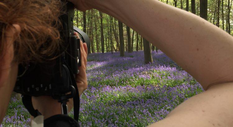 Derm Fotografin über die Schulter geschaut