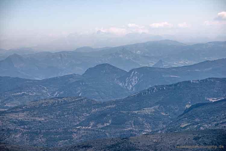 Blick vom Mont-Ventoux in die Berge