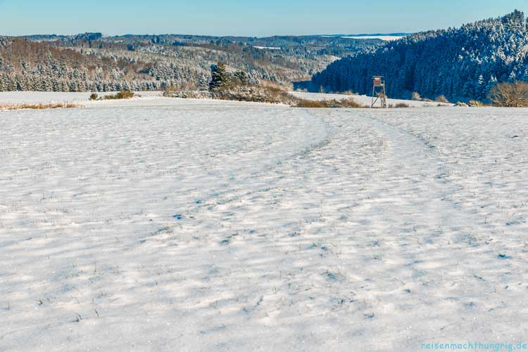 Blick über die verschneite Eifel