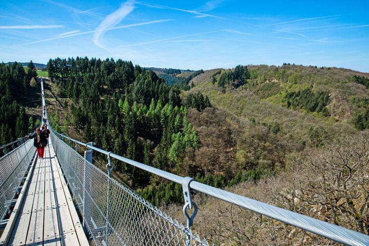 Geierlaybrücke mit Aussicht