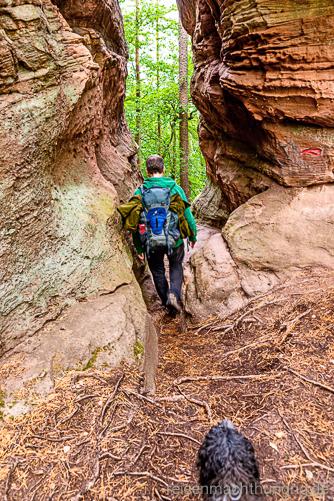 Wanderweg durch eine Felsenschlucht