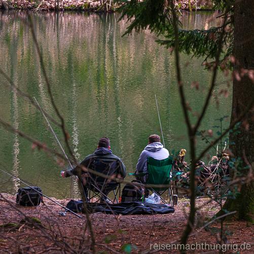 Zwei Angler am Leddersee